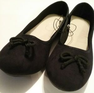 Shoes - Women's Black Flats with Bows on Top New Size 9